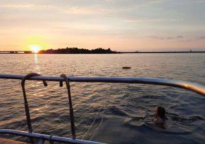 Поход на яхте на форты